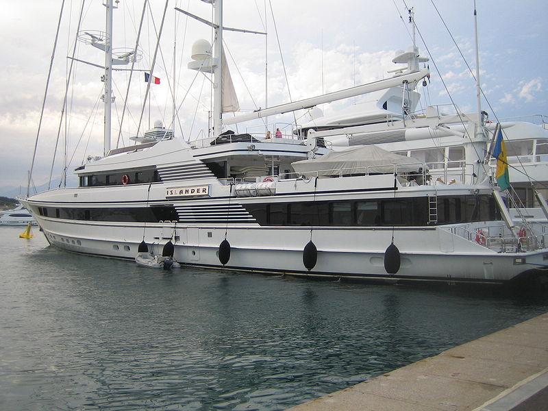 800px-Islander_yacht